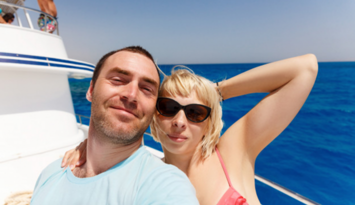 Plan Your Romantic Date into the Sea