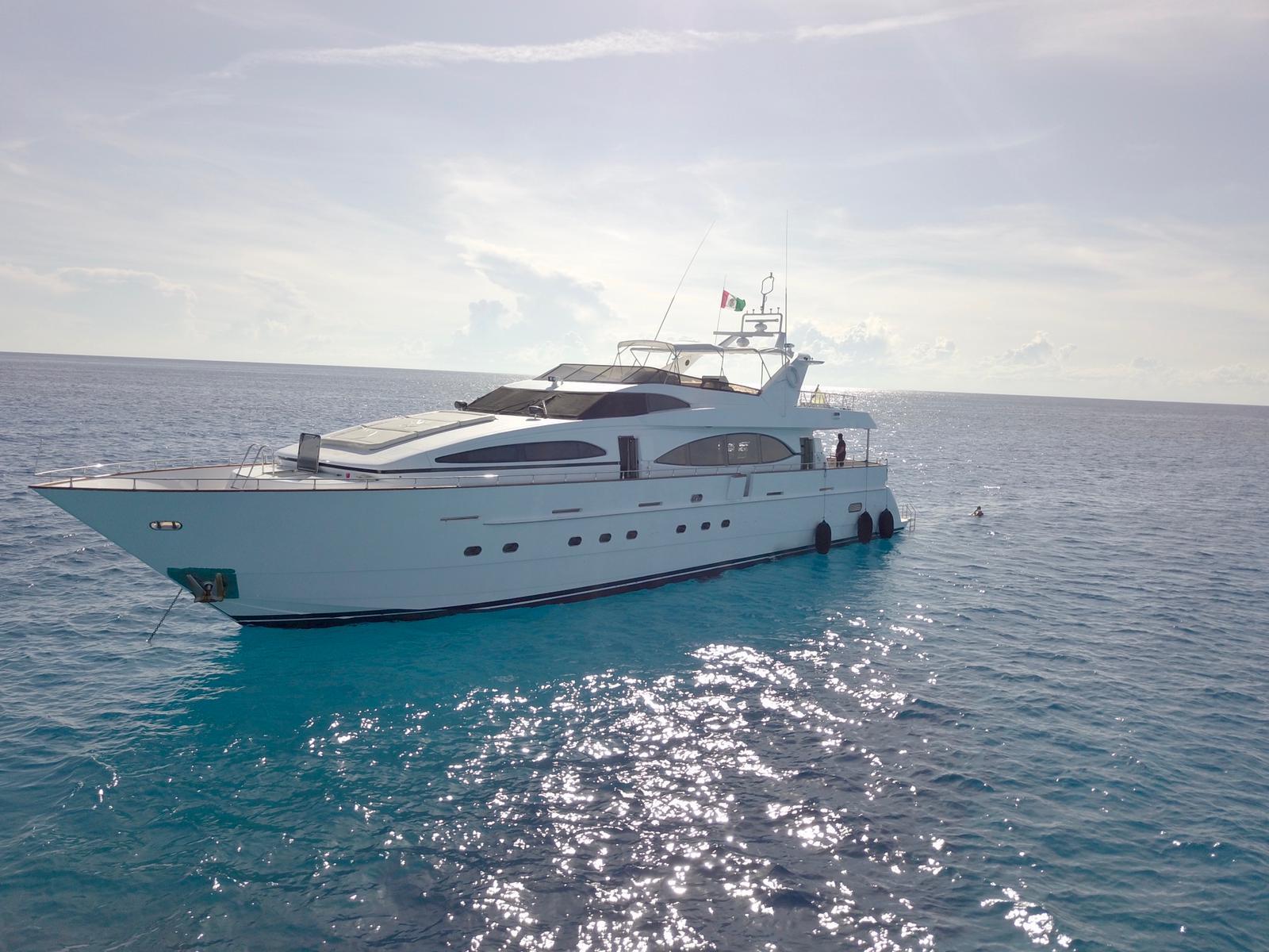 mega yacht cancun