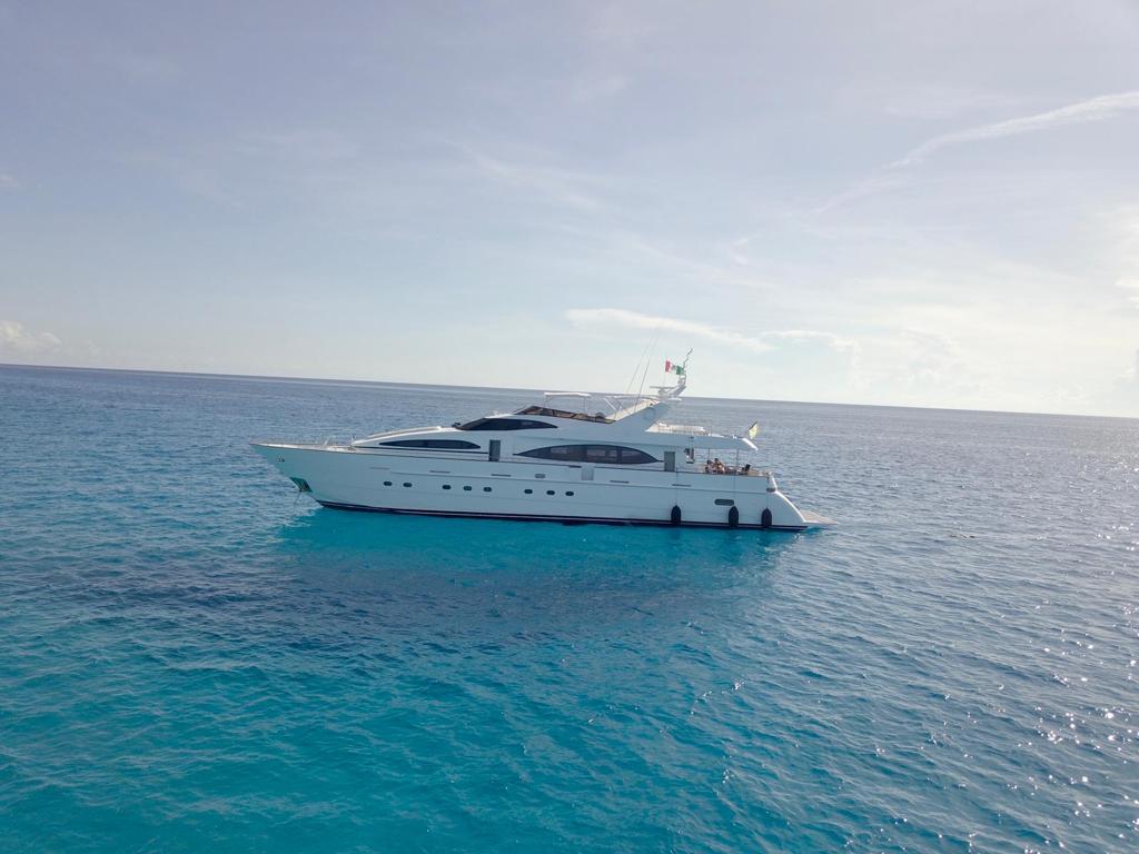 mega yacht playa delc armen
